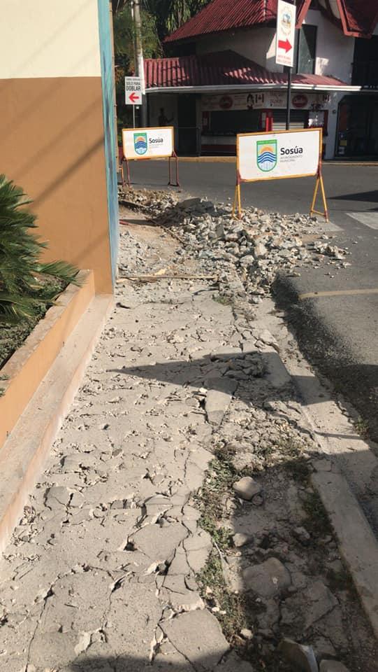 Continuación de construcción de aceras en el Batey, Sosúa