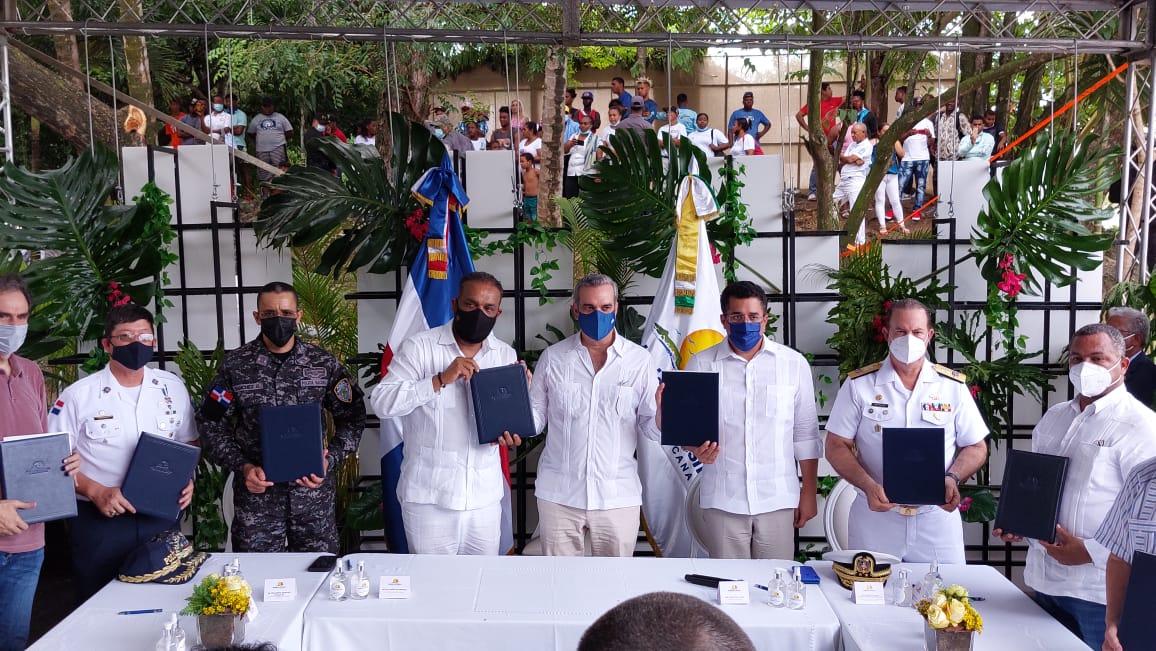 Presidente Luis Abinader apoya en grandes obras al alcalde Wilfredo Olivences